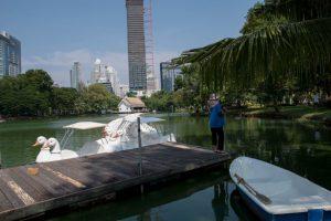 Barquitas a pedal en Lumpini Park en Bangkok