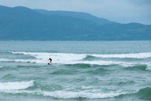 surf en playa My Khe