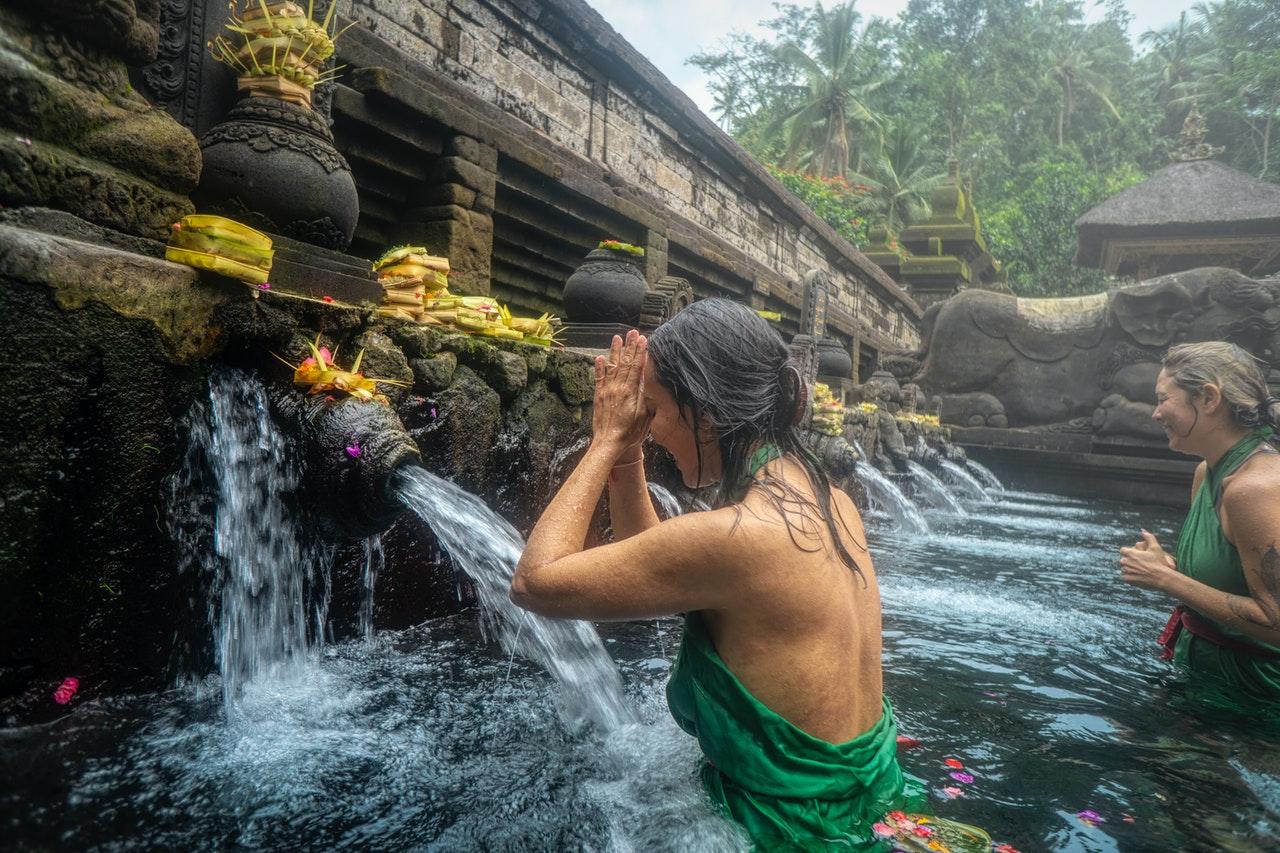 tirta empul bali - ritual purificación