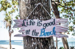 frase playa - la vida es buena en la playa
